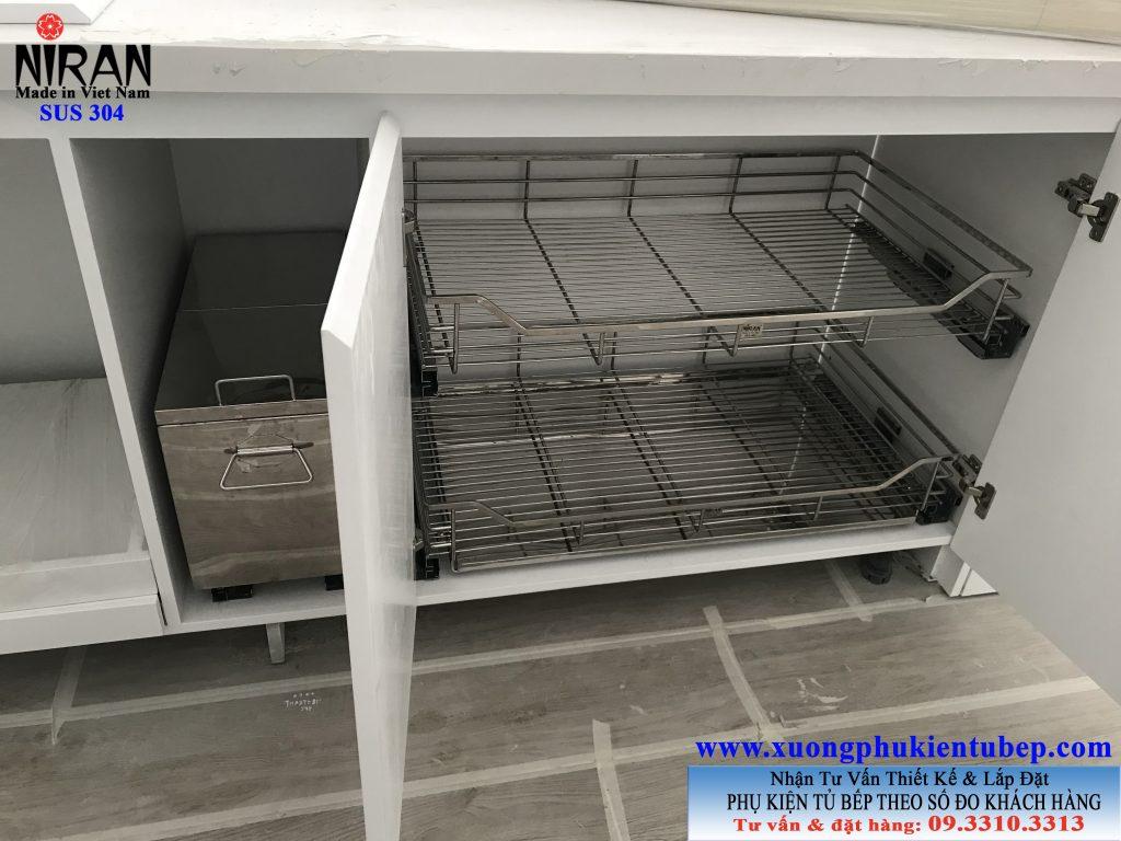 Thiết kế lắp đặt phụ kiện tủ bếp nhà chị Phương Quận 7