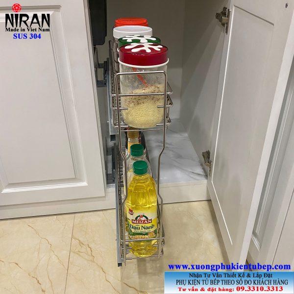 kệ để gia vị âm tủ bếp dưới inox 304 có ray kéo