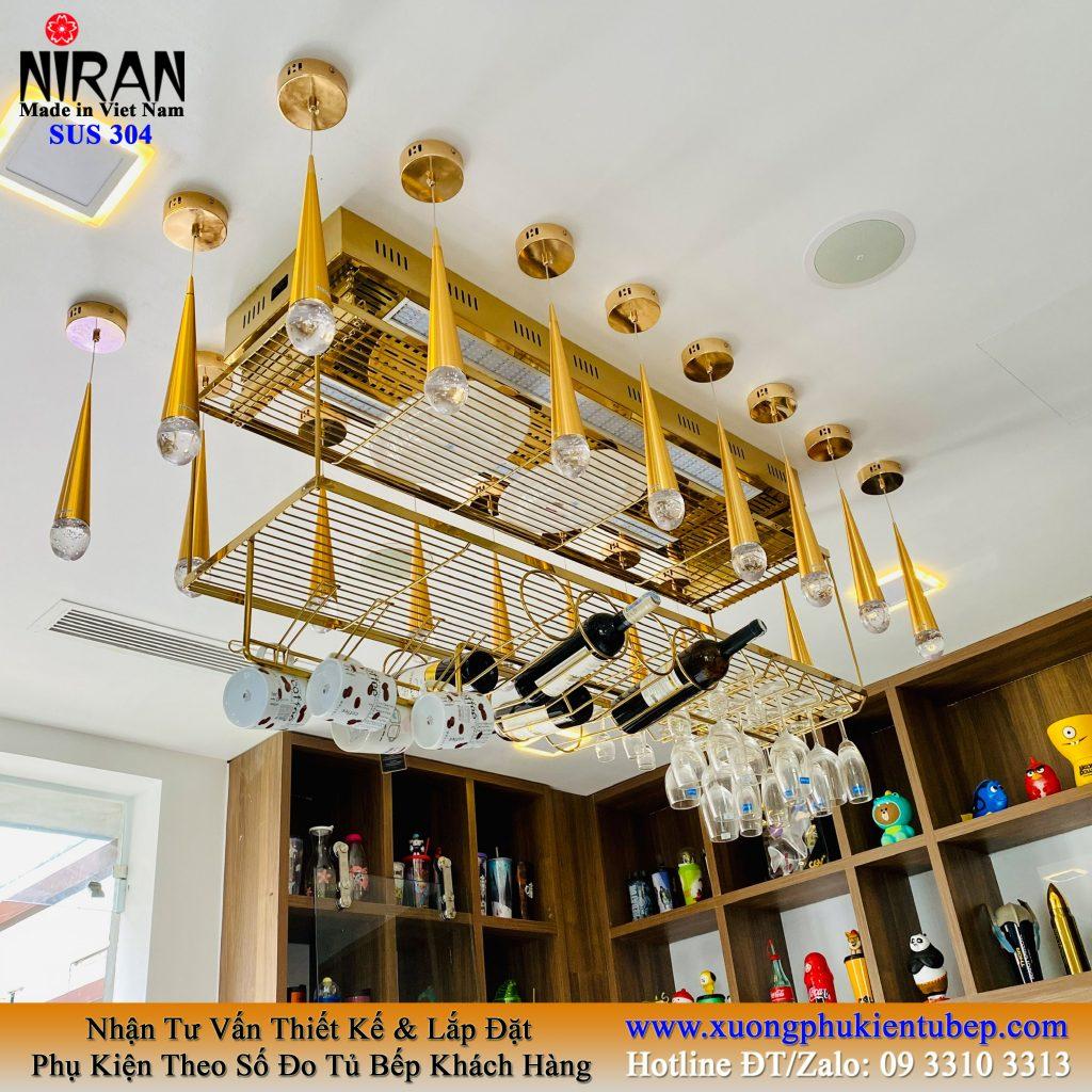 kệ treo ly chai rượu quầy bar 2 tầng inox 304 mạ vàng nâng hạ thông minh